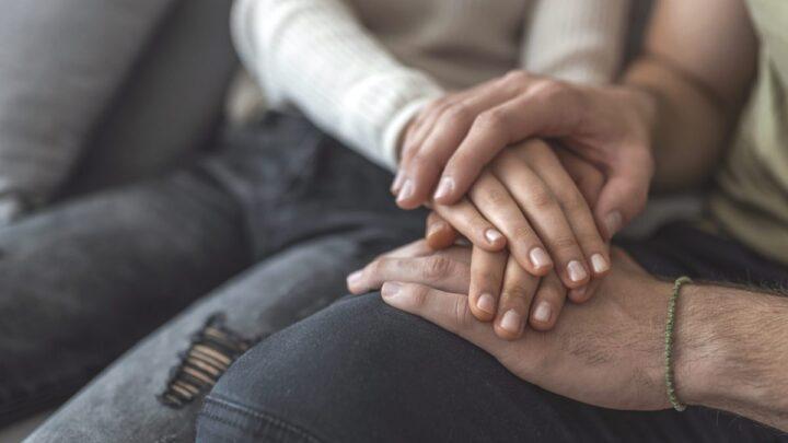 Come aiutare chi ha subito un lutto